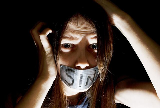 Die Sünde kann einem - im übertragenen Sinn - schon mal den Mund verbieten.